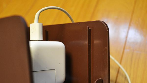 ケーブルボックスに収まらないiPadの充電ケーブル