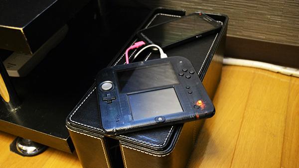 ケーブルボックスを使い、ニンテンドー2DSとスマホの充電