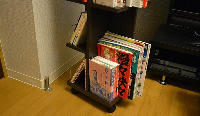 本棚からはみ出た雑誌