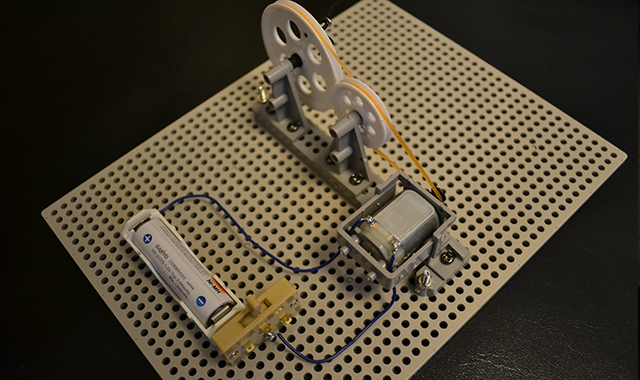 揺らし自動化装置の回路(左から見た図)