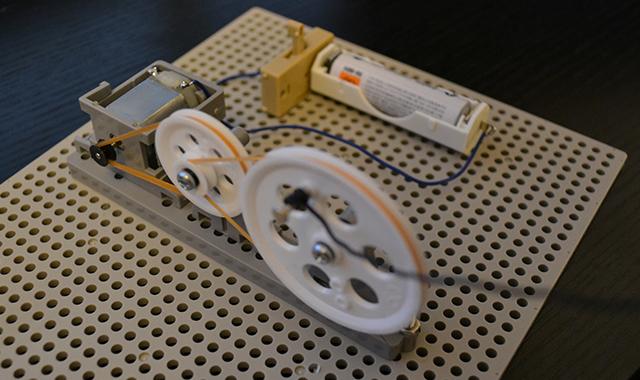 揺らし自動化装置の回路(右から見た図)