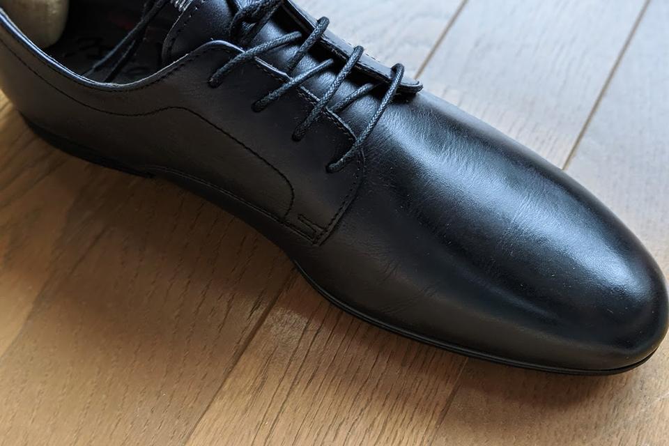 斑点・色落ちを修復した黒い革靴
