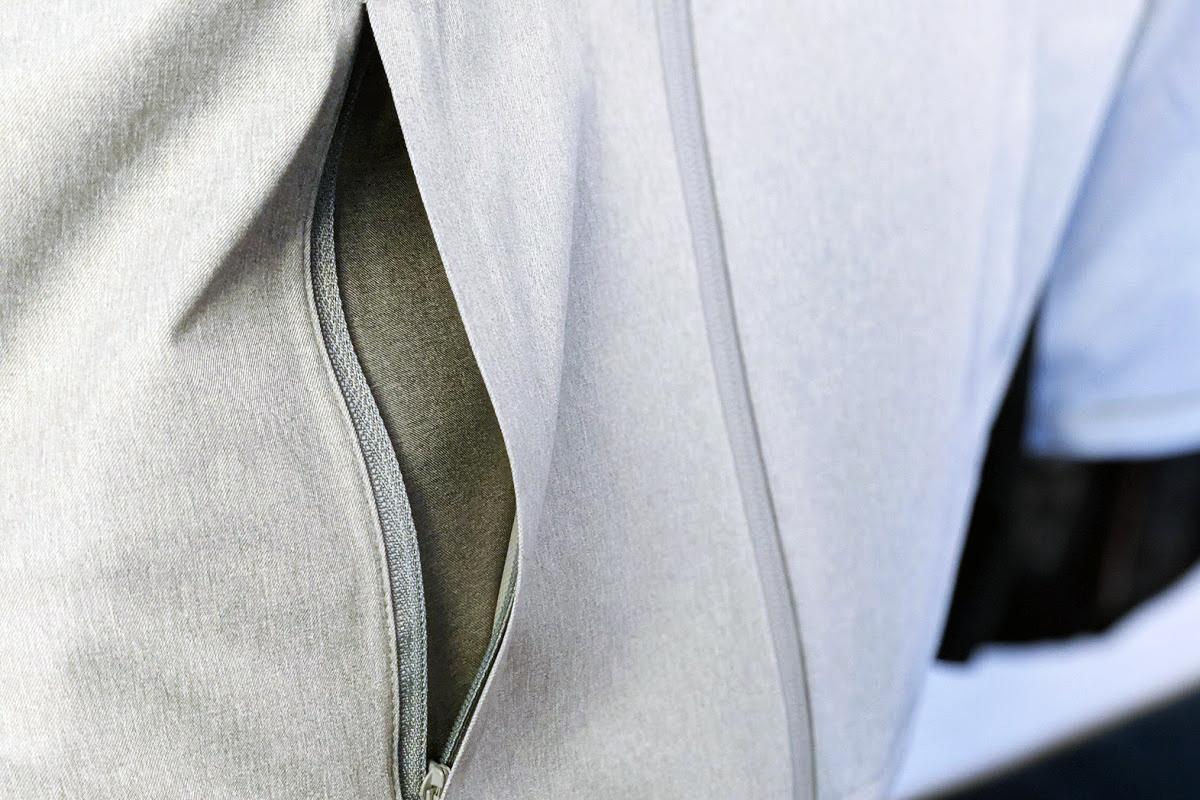 ブロックテックパーカーのポケット