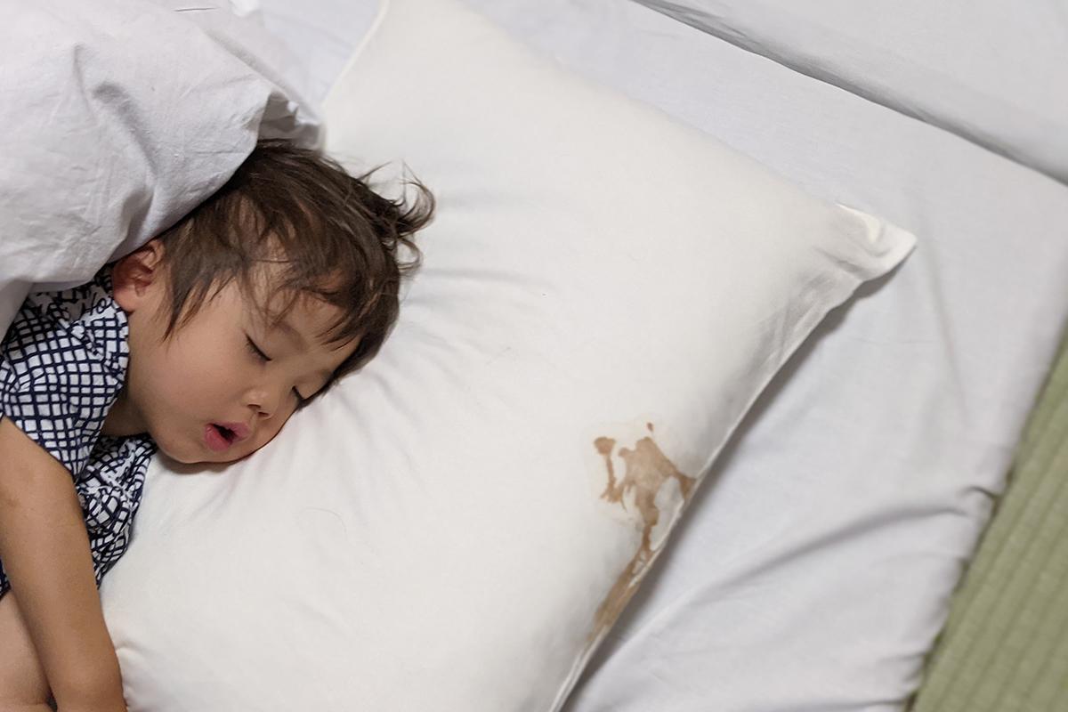 ホテルの枕シーツを汚した子供