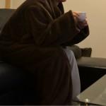 着る毛布で朝のコーヒーが美味しい
