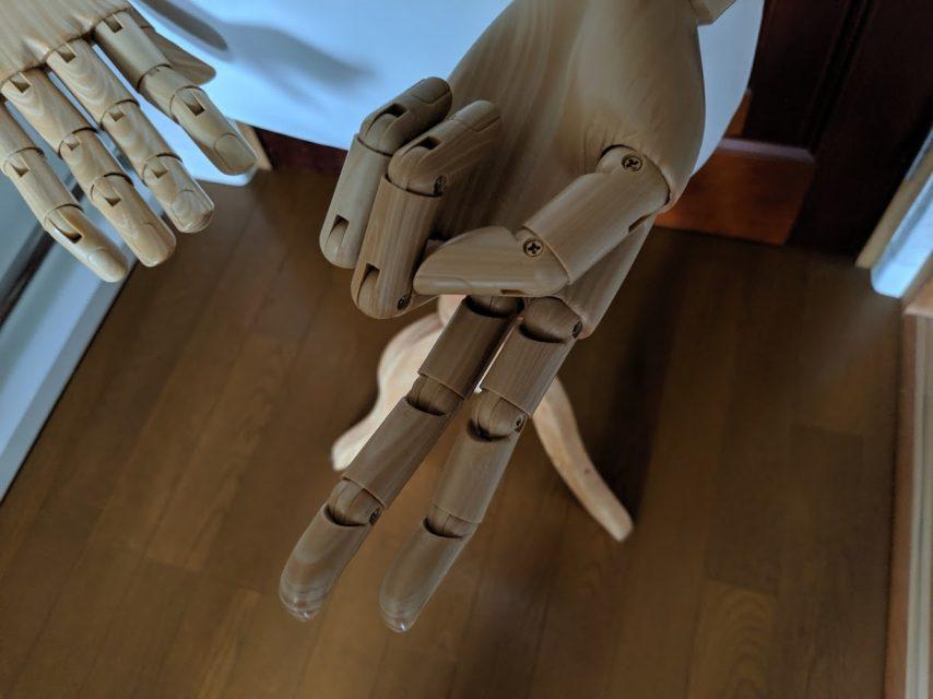 可動するマネキンの指