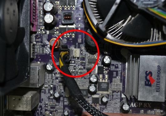 ファンのコネクタをマザーボードに繋ぐが動かない