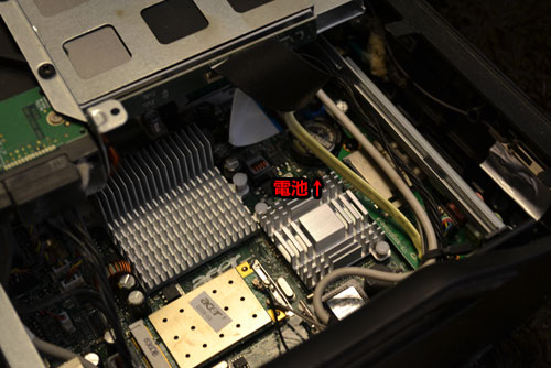 l5100 右隅にコイン電池