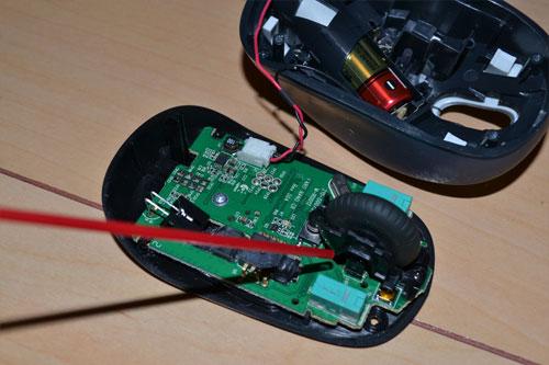 ロジクールのマウスにエアダスターを使う