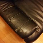 ボロボロのソファー
