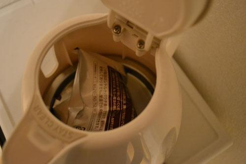 電気ケトルでレトルト食品を湯せん